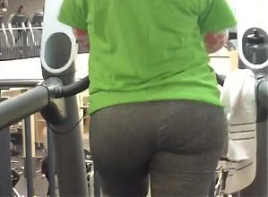 Here she goes again LA Fitness booty Latina
